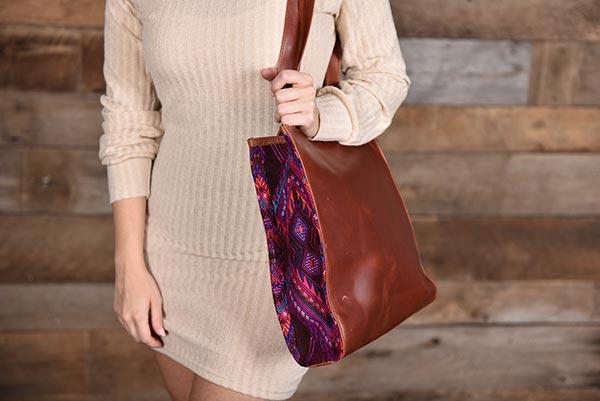 Guipil leather purse